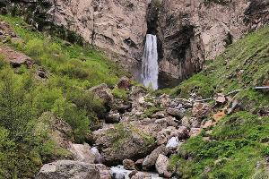 Водопад в Джилы-Су, Кабардино-Балкария ©Фото со страницы в инстаграме, www.instagram.com/mount.land/
