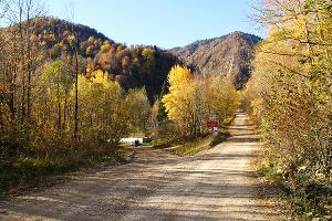 Гравийная дорога к базе отдыха Цица ©Фото Заиры Гамидовой, Юга.ру