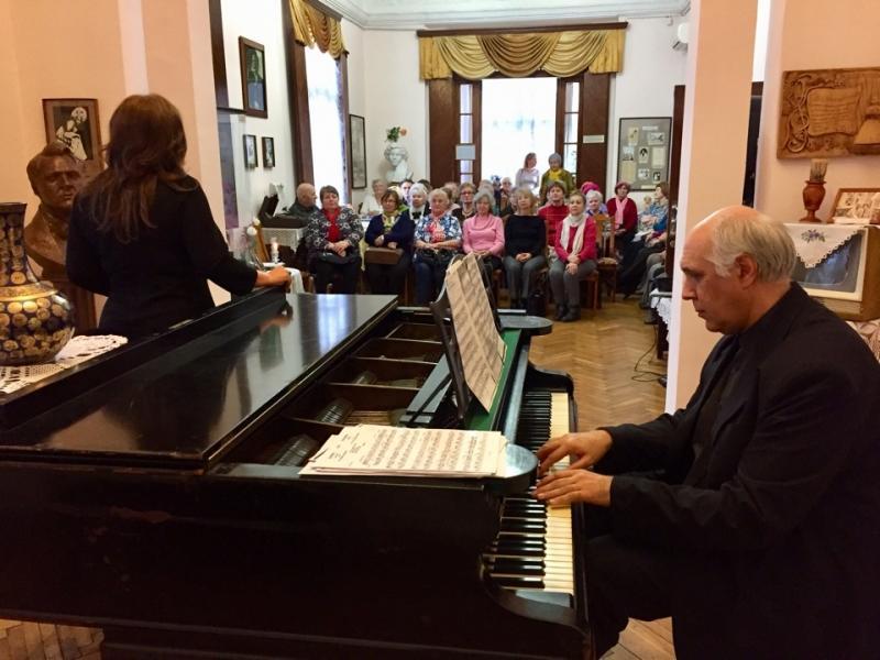 Пианист Сурен Вартанян